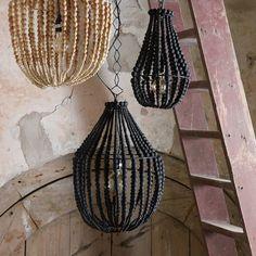 - Be Pure Home Kroonluchter Finale Large -  Bijzondere kroonluchter lamp van Be Pure in zwart houten kralen. Wij hadden deze nog niet eerder gezien, jullie wel?