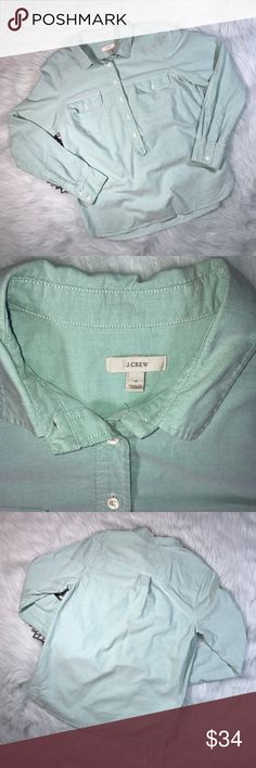 J.Crew Green Oxford Popover Button-Down Pullover *J.Crew Women's Green Oxford Popover. Part Button-Down Part Popover. Style 94936. *Size 10 * Made of 100% cotton. * Pre-owned, but in excellent condition. * Measurements: Underarm to underarm is 21 1/2 inches. Length is 28 1/2 inches. J. Crew Tops Button Down Shirts