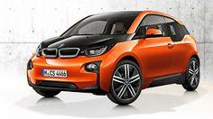 Dinamik ve kompakt orantılar BMW i3'ün manevra becerisini gözler önüne serer. Yandan bakıldığında cam tasarımı ve kapı eşikleri dinamik bir form oluşturur. Akıcı silueti ve uzun aks aralığı, yolcu bölümünde ferahlık sağlarken, otomobilin ön ve arka kısmındaki kısa dış mesafeler en dar yerlere bile park etmeyi kolaylaştırır. Karşılıklı kapılar yolcu bölümünün açık tasarımına rahat erişim sağlar.