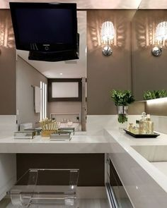 Cantinho Makeup!  #decoracao #decoração #decor #sala #living #quadro #quadros #frases #casamento #casar #casando #bomdia #sol #manha #terça #viver #morar #sonhando #amarelo #parede #cor #chique #chic #cozinha #mesa #noiva #detalhes #amei #amando #lookdodia