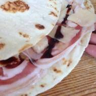 Piadina farcita con pancetta, grana e aceto balsamico #frescopiada #piadina #riccione #food #streetfood http://frescopiada.com