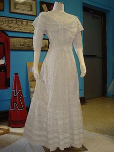 This dress is the smallest of the entire display. It also lacks a display card, so all that I know about it comes from the museum docent. Edwardian Clothing, Edwardian Era, Victorian, Lingerie Gown, Costumes Couture, Sewing Lace, Heirloom Sewing, New Fashion, Tea Dresses