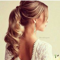 There are many choices of ponytail hairstyles that can be tried to enhance your appearance. From cute ponytails to high or low ponytail hairstyles, they can look messy, elegant and smooth. Cute Ponytail Hairstyles, Wavy Ponytail, Elegant Ponytail, Cute Ponytails, Up Hairstyles, Hairstyle Photos, Bridal Hairstyles, Hairstyle Ideas, Hair Updo
