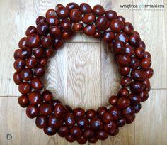 Znalezione obrazy dla zapytania ozdoby kasztany Ornament Wreath, Ornaments, Christmas Wreaths, Recycling, Hair Beauty, Holiday Decor, Fall, Diy, Ideas
