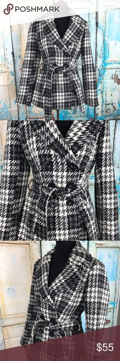 """White/Black Plaid Coat high quality Like New Condition and Very Pretty in Person Measurements Laying Flat and Buttoned down  Armpit to armpit 19"""" Length 29"""" Sleeves 25"""" white Black Jackets & Coats"""