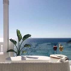 Check out @5STYLE to discover the minimal luxury places to visit in Ibiza, including @cottonbeachclubibiza!