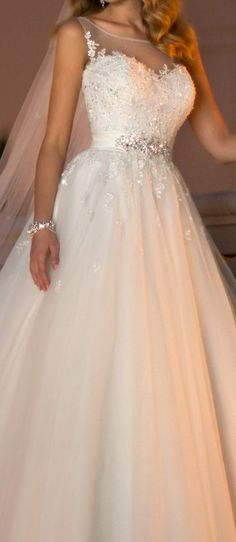 When I saw it,I just fall in love with this wedding dresses,the top is so amazing