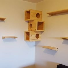 The easiest way of maximizing your storage is now possible with Low-Cost Wood Pallet, which helps us to increase the available space with simple and … Pallet Side Table, Wood Pallet Tables, Pallet Wall Decor, Wood Pallet Furniture, Pallet Art, Wooden Pallets, Pallet Projects, Furniture Projects, Pallet Ideas