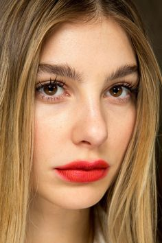 Topshop Unique Fall 2017 Ready-to-Wear Fashion Show Beauty Red Lipstick Outfit, Red Lipstick Shades, Best Red Lipstick, Red Lipstick Makeup, Lipstick For Fair Skin, Red Lipsticks, Hair Makeup, Dark Red Lips, Cool Skin Tone