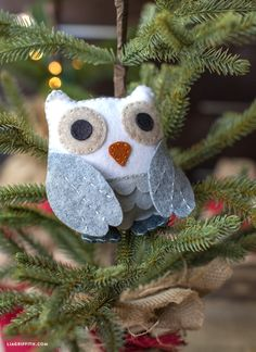 Felt Owl Stuffie (an Easy Craft for Adults & Kids!) - Lia Griffith Felt Owl Stuffie (an Easy Craft for Adults & Kids! Owl Christmas Tree, Felt Christmas Ornaments, Christmas Crafts, Xmas, Owl Crafts, Easy Crafts, Crafts For Kids, Felt Crafts Patterns, Owl Patterns