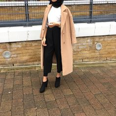 mode The post Misty Mieczniko appeared first on Mode Frauen. Modern Hijab Fashion, Abaya Fashion, Modest Fashion, Fashion Outfits, Hijab Style, Outfit Look, Casual Hijab Outfit, Muslim Women, Muslim Brides