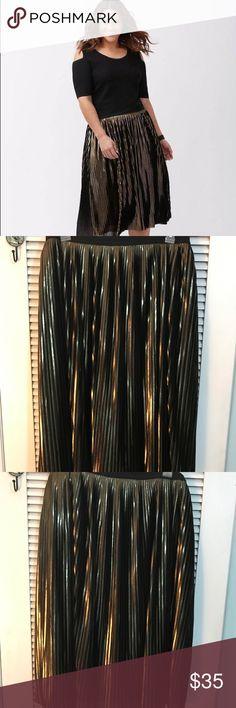 Lane Bryant Gold Black Pleated Skirt 22/24 midi Lane Bryant Gold Black Pleated Skirt 22/24 midi, beautiful skirt!! Lane Bryant Skirts Midi