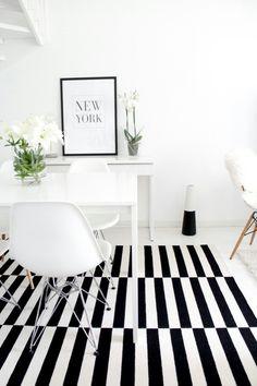 Ruokapöytä+tuolit+matto