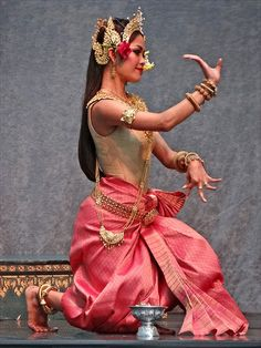 APSARA DANCER......PHOTO BY DALBERA ON FLICKR..........PARTAGE OF AHPA MEAS...............