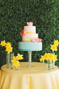 Pretty and vibrant summer colors for the wedding cake #wedding #weddingcake #cake #summer #yellow