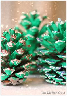 EASY Pine Cone Christmas Tree Craft!  You just need pine cones, green paint, white paint and glitter!