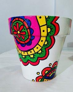 macetas pintadas a mano Painted Plant Pots, Painted Flower Pots, Clay Pot Projects, Clay Pot Crafts, Clay Flower Pots, Clay Pots, Pottery Painting Designs, Flower Pot Design, Talavera Pottery