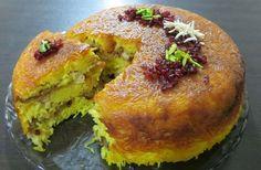 شیرازی پلو   این غذا مثله ته چینه مرغه همراه بادمجانه حلقه شده و سرخ شده و زرشکه شیرین شده که لابه لایه برنج دم داده میشود