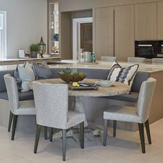 Bright kitchen in one of our projects from this year. Love the banquet seating i. Kitchen Island Booth, Kitchen Booths, Kitchen Island With Seating, Dining Room Design, Dining Room Table, Dining Area, Open Plan Kitchen Living Room, Kitchen Dining, Banquet Seating