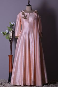 Indian Gowns Dresses, Pakistani Bridal Dresses, Pakistani Dress Design, Maxi Dresses, Silk Kurti Designs, Kurta Designs Women, Stylish Dresses For Girls, Girls Dresses, Indian Designer Outfits