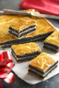 Juditka konyhája: ~ MÁKOS BEJGLI SZELET ~ Hungarian Desserts, Hungarian Recipes, Sweet Desserts, Sweet Recipes, Cookie Recipes, Dessert Recipes, Homemade Cookies, Gluten Free Desserts, Chocolate Desserts