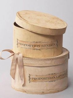 Vintage looking hat boxes.I love the ribbon on the bottom one! Vintage Hat Boxes, Vintage Luggage, Pretty Box, Altered Boxes, Tin Boxes, Shabby Chic, Shabby Vintage, Decorative Boxes, Sweet Home