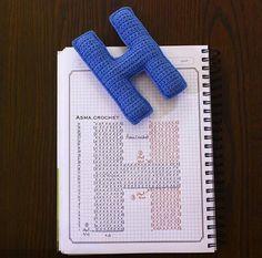 Crochet letter H Crochet Alphabet Letters, Crochet Letters Pattern, Letter Patterns, Alphabet And Numbers, Alfabet Letters, Crochet Motifs, Basic Crochet Stitches, Crochet Patterns, Crochet Home