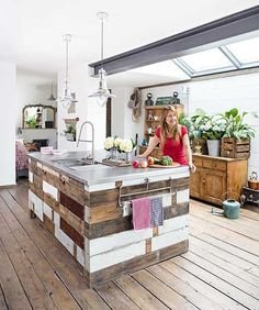 Reclaimed wood kitchen island in a Victorian terrace, for industrial-style remodeling. Cosy Kitchen, Kitchen Island, Victorian Terrace House, Industrial Style Kitchen, Reclaimed Furniture, Brickwork, Remodeling, Design Inspiration, Homes