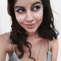 "300 Likes, 13 Comments - Cecília Mello (@ceciliasfmello) on Instagram: ""Teve glitter sim, e estrela também 🎉"""