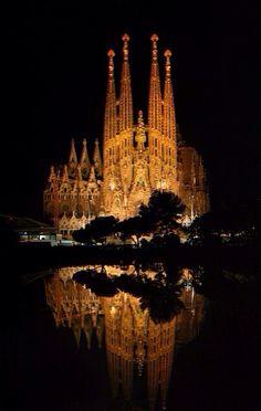Sagrada Familia, Catalunha, Barcelona, Spain. Via Paolama.tumblr.com