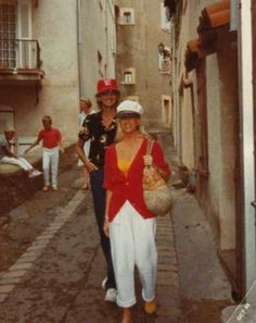 Barry Manilow & Suzanne Somers in Europe in 1983 Suzanne Somers, Barry Manilow, John Legend, The Beatles, The Man, Besties, European Vacation, Celebrities, Music