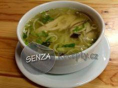 tradiční vietnamská kuřecí polévka