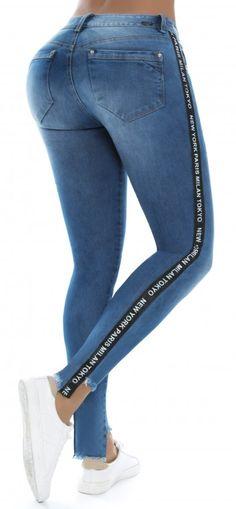 Jeans levanta cola NYE 21098 Azul Sexy Jeans, Jeans Pants, Denim Jeans, Jean Moda, Remake Clothes, Moda Fitness, Plus Size Jeans, Moda Fashion, Girls Jeans