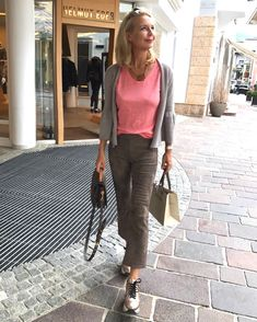 Die Bloggerin Bibi Horst stylt Leinen in vielen Variationen. | Stilexperte für Styling und Anti-Aging 45+ Komplette Outfits, Spring Outfits, Casual Outfits, Mode Ab 50, Fashion Beauty, Womens Fashion, Fashion Trends, Fashion Over 50, Mode Style