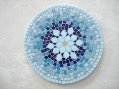 Base MDF, trabalho em mosaico com pastilhas de vidro. Mais