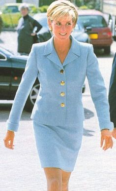April Diana, Princess of Wales at the Royal Brompton Hospital Diana visited Cystic Fibrosis sufferers and other patients in West London. Lady Diana, Prinz Georges, Funeral, Princess Diana Fashion, Princes Diana, Diana Spencer, Classy Women, Classy Lady, Princess Of Wales