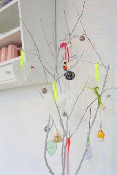 No. 0404 - Lad os bare lege, at det er et juletræ