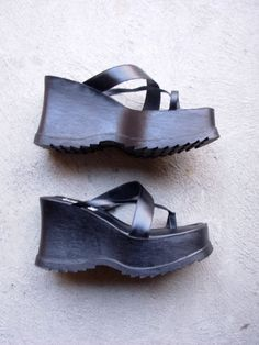 Vintage 90's black chunky platform sandals grunge by manorborn