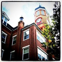 Callaway Hall - many memories especially in the floor tower room! Mississippi University, Columbus Mississippi, Mississippi Queen, Mississippi Delta, Places To See, Places Ive Been, I Miss My Sister, Yearbook Pictures, Alma Mater
