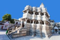 Jagdish Temple is a large Hindu temple in the middle of Udaipur in Rajasthan and has been in continuous worship since North India Tour, Lake Garden, Rajasthan India, Jaipur, Indian Architecture, Historical Monuments, Hindu Temple, Tourist Places, India Travel