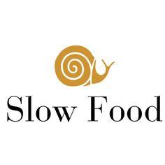 HomeRoom mutfağına yön veren Slow Food akımının sembolü nedir? Salyangoz! Neden? Çünkü salyangoz, hayat içinde sürekli yiyerek ağır ağır ilerleyen ve bu nedenle de diğer bir anlamda insanoğlunun yolculuğunu temsil eden bir canlıdır.