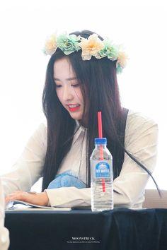 Singing In The Rain, Olivia Hye, Sooyoung, Nayeon, Korean Girl, Beauty, Bias Wrecker, Idol, Girls