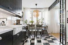 Hoje, vamos ver três lares na escandinava bem interessante. Esse tem um décor vintage clássico, mas cheio de elementos diferentes.        ...
