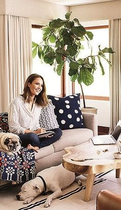 Despite her astronomical success, Jessica's home life is surprisingly normal. She reads bedtime stories to her kids and squeezes in a little evening TV time with her husband.