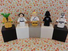 Cubos Lego Star Wars  Cubos em madeira (mdf), pintados, envernizados e decorados com letras e personagens modelados em biscuit.