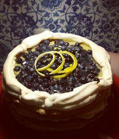 Lemoncurd Dream 😍 Torte mit Baiser, Lemoncurd und Heiderbeeren.