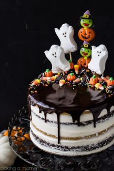 Pumpkin Chocolate Halloween Cake: the layers were moist and delicious and the frosting is like nothing else I've ever had! Really easy to decorate too, it's just candy but it looks incredible! Halloween Desserts, Halloween Cupcakes, Bolo Halloween, Halloween Birthday Cakes, Halloween Food For Party, Halloween Treats, Halloween Cake Decorations, Easy Halloween Cakes, Holloween Cake