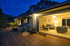 Cloud Nine - A true Mornington Peninsula Escape hidden close to Red Hill and all the wineries and gourmet producers and with sneaky views of the ocean from the deck. Book Now Tel: 03 97754015