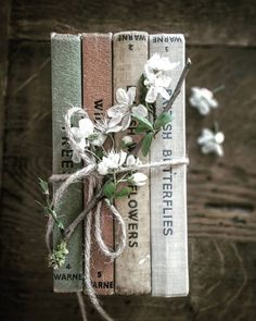 Book Photography Vintage Reading 35 Ideas For 2019 Book Aesthetic, Aesthetic Pictures, Witch Aesthetic, Photos Amoureux, Book Flowers, Coffee And Books, I Love Books, Book Photography, Vintage Books