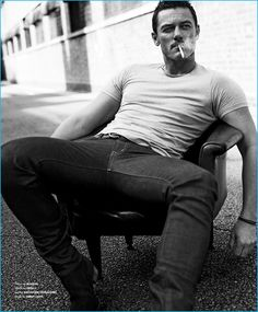 Luke Evans Looks So Sexy for 'Essential Homme' Photo Shoot!: Photo Luke Evans looks so sexy in this photo shoot for his Essential Homme magazine cover story, photographed by photographer Zeb Daemen. Foto Fashion, Street Fashion, Men Photoshoot, Man Smoking, Shooting Photo, Hommes Sexy, Luke Evans, Poses For Men, Hot Actors